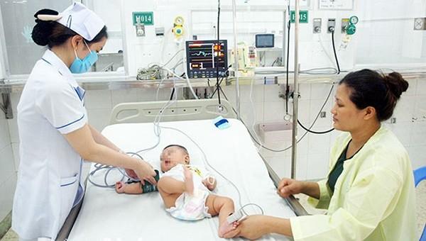 Điều trị trẻ mắc bệnh tay chân miệng tại Bệnh viện Nhi đồng Đồng Nai. Ảnh: CDC Đồng Nai