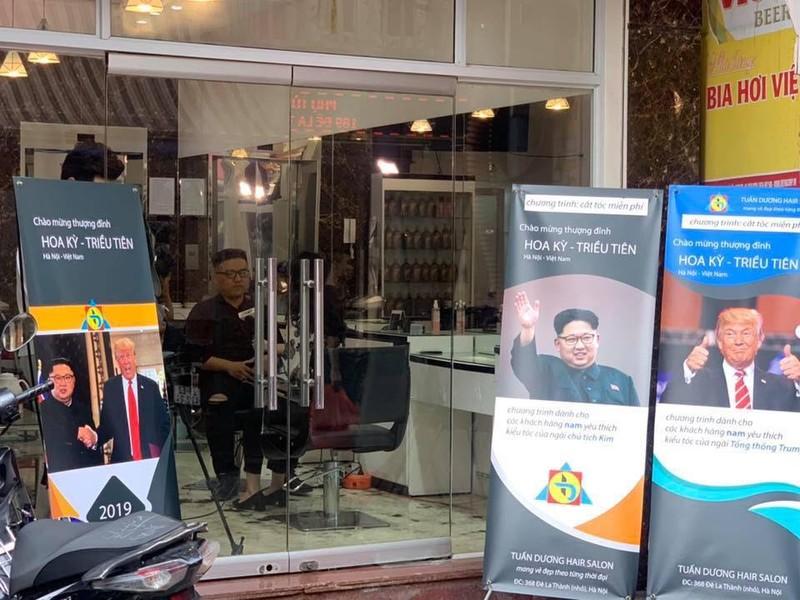 Cắt miễn phí kiểu tóc của ông Kim Jong-un và ông Trump tại Hà Nội