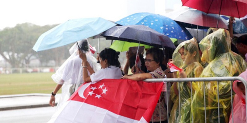 Sau một tuần thời tiết khá tốt, mưa hiện trút xuống nhiều nơi ở Singapore. Ảnh chụp tại khu vực gần toà thị chính. Ảnh: CNA.