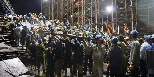 Hiện trường vụ sập giàn giáo ở công trường Formosa đêm 25/3.