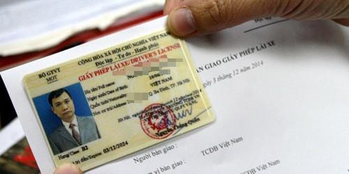 Nếu người có bằng lái xe số tự động muốn chuyển sang xe số sàn thì sẽ phải học và thi lấy giấy phép.