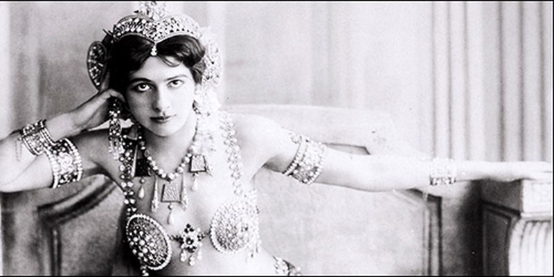 """Cái tên Mata Hari có nghĩa là """"Con mắt buổi sáng""""."""