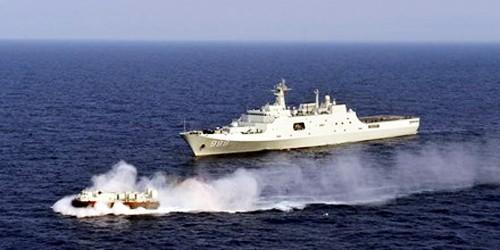 Tàu chiến Trung Quốc tập trận.