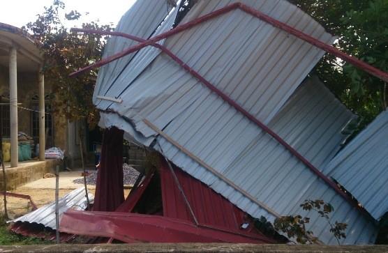 Quảng Trị: Lốc xoáy khiến hàng trăm nhà dân bị sập, tốc mái