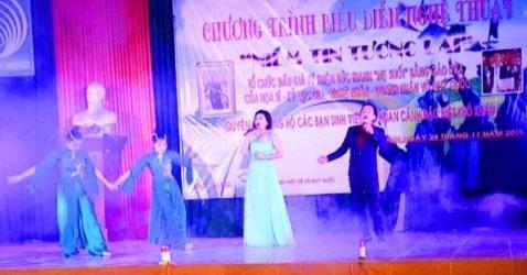 """Chương trình biểu diễn nghệ thuật """"Niềm tin tương lai"""" ủng hộ sinh viên nghèo Quảng Bình."""