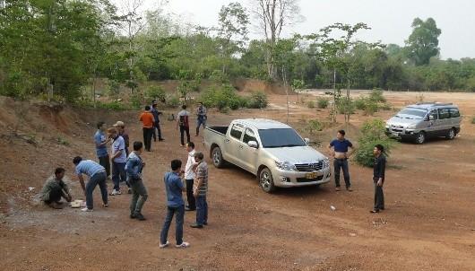 Lực lượng phá án ập đến bắt Xí Pá Xợt Bay Thăm trên đất bạn Lào.