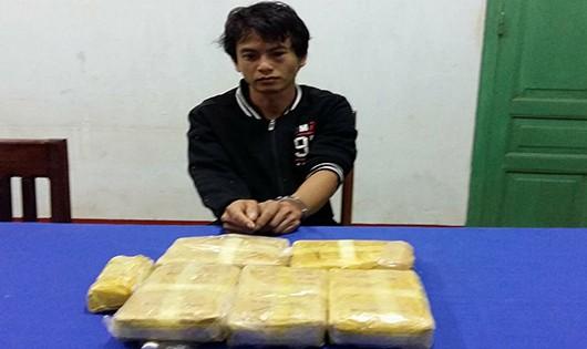 Phục bắt thanh niên người Lào vận chuyển 32.000 viên ma túy