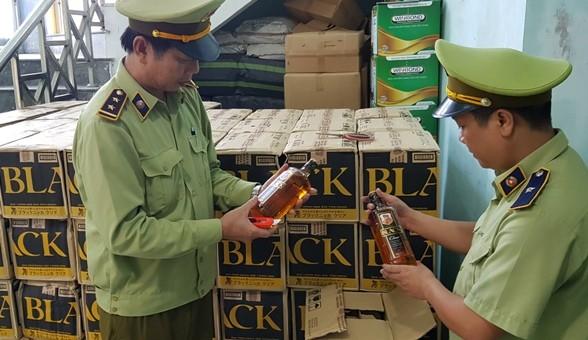Bắt vụ vận chuyển hơn 3.000 chai rượu ngoại lậu ở Quảng Bình