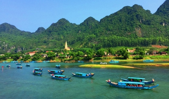 Khách du lịch đến Quảng Bình ước đạt 5 triệu lượt trong năm 2019