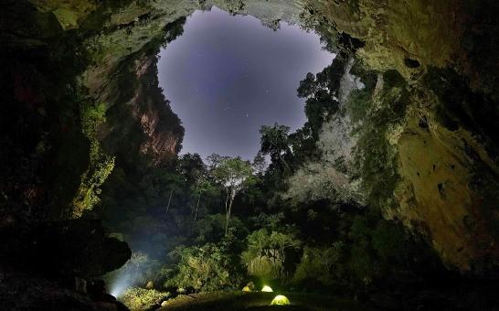Điểm cắm trại ban đêm tuyệt đẹp trong Kong Collapse
