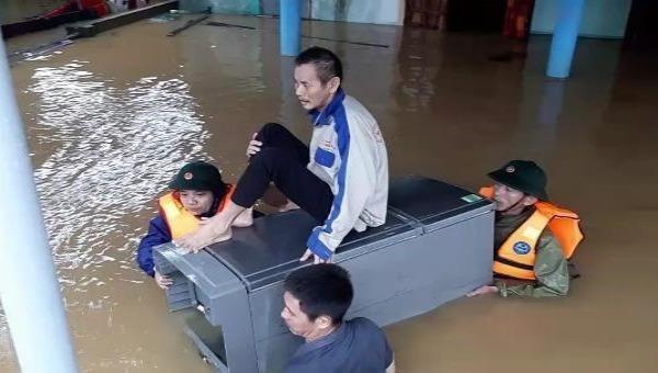 Bộ đội Biên phòng Quảng Bình sơ tán dân ở vùng xung yếu.