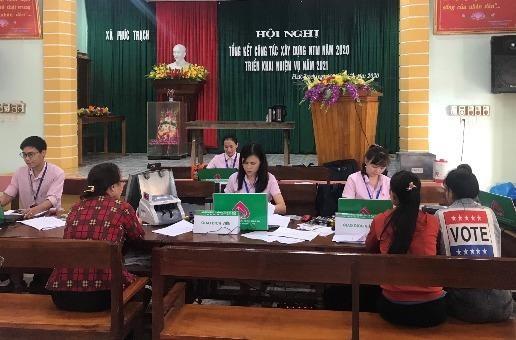NHCSXH huyện Bố Trạch (Quảng Bình) kịp thời giải ngân cho bà con vùng lũ
