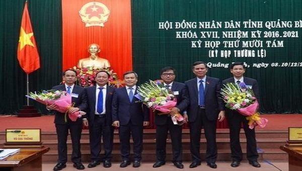 Thường trực Tỉnh ủy Quảng Bình chúc mừng 3 Phó chủ tịch UBND tỉnh.