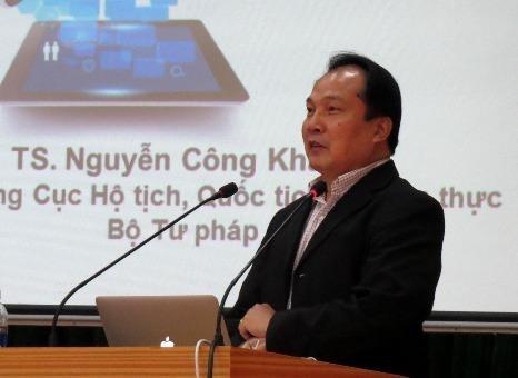 Cục trưởng Cục Cục Hộ tịch - quốc tịch và chứng thực Nguyễn Công Khanh chia sẻ kinh nghiệm trong công tác hộ tịch với các học viên.