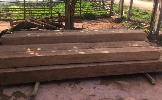Gỗ lậu tang vật của vụ vi phạm lâm luật xảy ra tại xã Trọng Hóa, huyện Minh Hóa (Quảng Bình) trong dịp Tết.