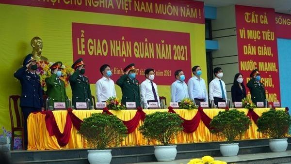 Trang trọng lễ giao nhận quân diễn ra tại huyện Lệ Thủy, tỉnh Quảng Bình. Ảnh: Ngọc Mai