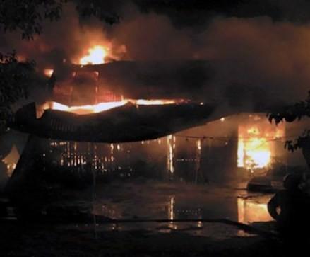 Chợ Ba Đồn bốc cháy, 23 gian hàng bị thiêu rụi hoàn toàn