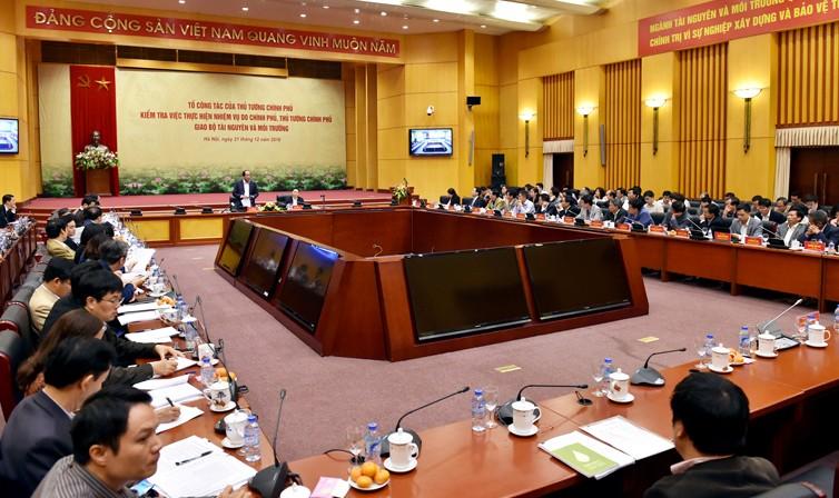 Tổ công tác của Thủ tướng Chính phủ do Bộ trưởng, Chủ nhiệm VPCP Mai Tiến Dũng dẫn đầu đã kiểm tra Bộ TN&MT về tình hình thực hiện các nhiệm vụ do Chính phủ, Thủ tướng giao