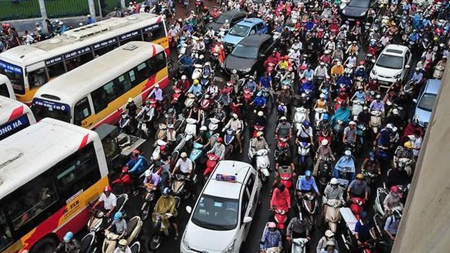 Theo lộ trình, đến thời điểm năm 2030, Hà Nội sẽ dừng hoạt động xe máy trong khu vực nội đô. Ảnh: Thành An