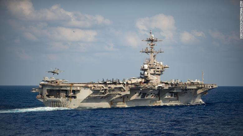 Vì sao thủy thủ tàu sân bay của Mỹ không được lên bờ tránh dịch Covid-19?