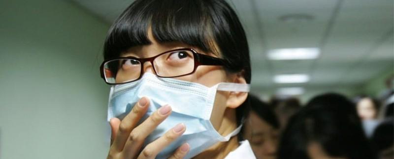 Khẩu trang trở thành thiết bị bảo hộ cá nhân trong mùa dịch COVID-19. Ảnh: Chung Sung-Jun/Getty Images