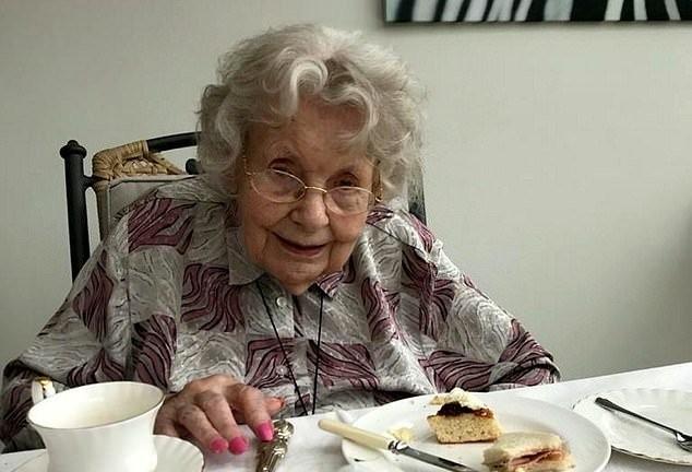 Vũ khí bí mật giúp cụ bà gần 100 tuổi chiến thắng virus corona