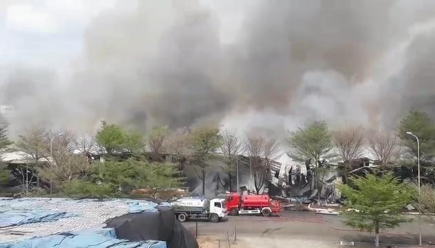 Đám cháy lớn bùng phát tại một Kho hàng chứa 18.000 tấn điều trong Khu công nghiệp Phú Mỹ 1 (Thị xã Phú Mỹ, tỉnh Bà Rịa - Vũng Tàu)
