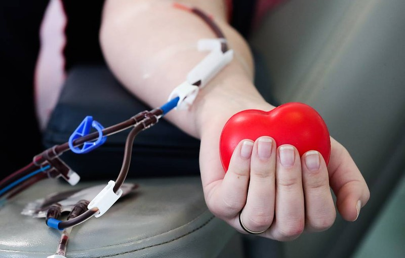 Nga bắt đầu điều trị COVID-19 bằng truyền huyết tương