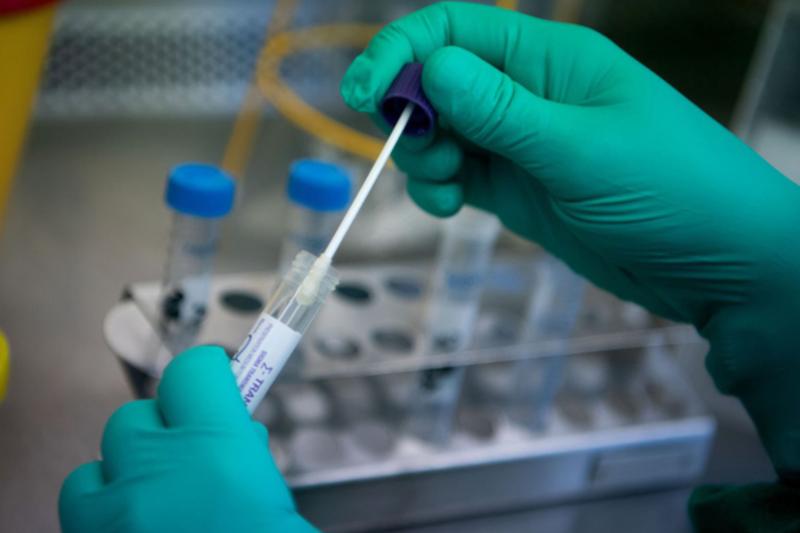 Sẽ giao cơ sở y tế tư nhân thực hiện xét nghiệm chẩn đoán  COVID-19. Ảnh: VTV