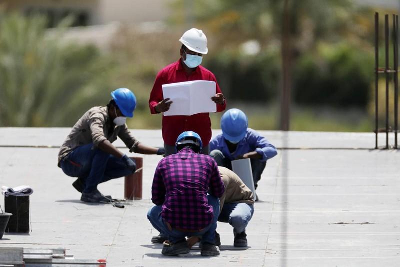 Công nhân tại công trường xây dựng ở Dubai, UAE hôm 14/4/2020. Ảnh: Reuters
