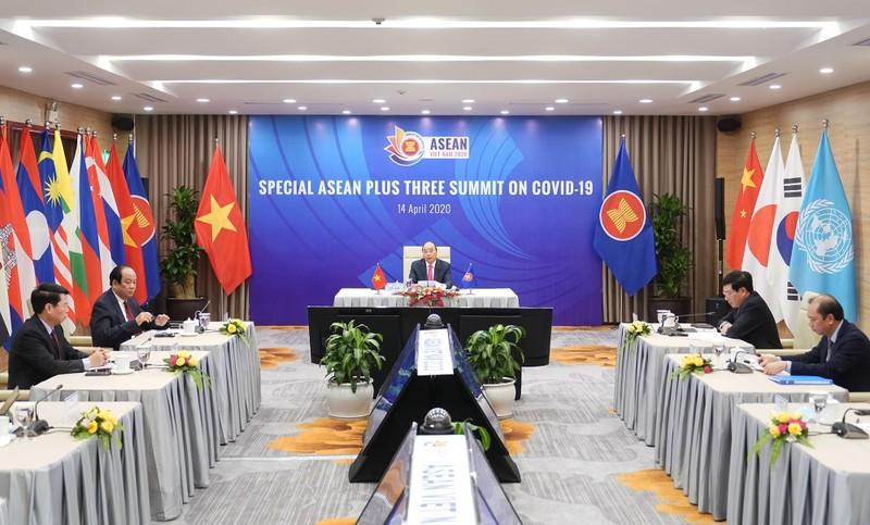 Thủ tướng Nguyễn Xuân Phúc chủ trì Hội nghị Cấp cao đặc biệt trực tuyến ASEAN+3 về ứng phó dịch bệnh COVID-19. Ảnh: VGP/Quang Hiếu