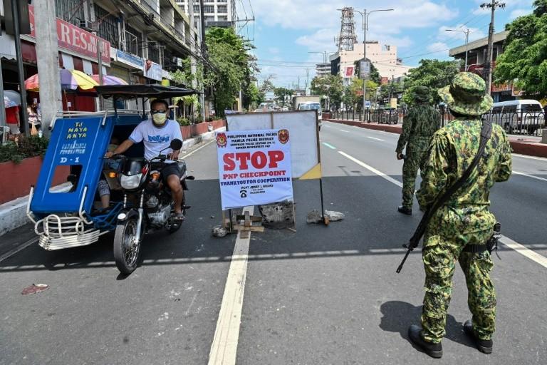 Tổng thống Philippines đe dọa thiết quân luật để ngăn vi phạm luật cách ly xã hội