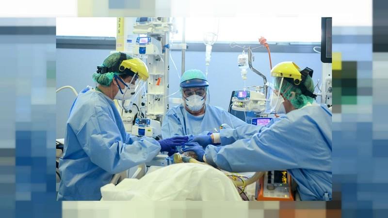 Vì sao cùng nhiễm COVID-19, có người tử vong, có người tự khỏi bệnh?