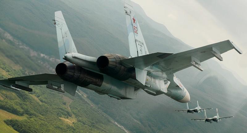 """Tiêm kích Su-27 của Nga buộc F-16 của Bỉ """"thay đổi hướng đi"""" trên bầu trời biển Baltic"""