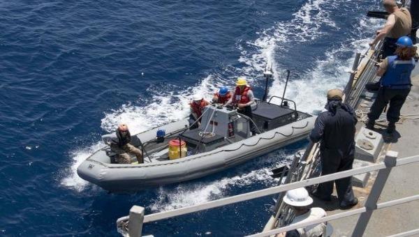 """Phát hiện bất ngờ: Tàu buôn lậu ma túy """"mang"""" virus corona lên tàu khu trục của Mỹ?"""