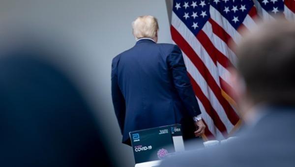 """Tổng thống Donald Trump bị điều tra vì quyết định bãi nhiệm """"có động cơ chính trị"""""""