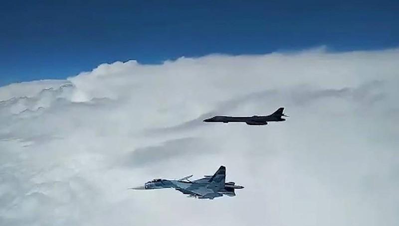 Máy bay chiến đấu Nga chặn máy bay ném bom của Mỹ trên Biển Đen