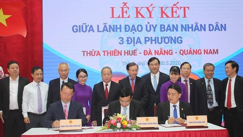 """Thừa Thiên Huế - Đà Nẵng - Quảng Nam """"bắt tay"""" khôi phục du lịch"""