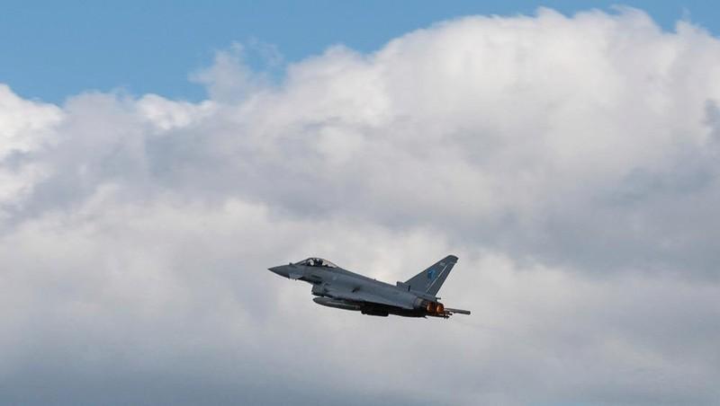 Các máy bay phản lực của NATO đã đánh chặn một máy bay thu thập thông tin tình báo Nga trên không phận Baltic. Ảnh: The Sun