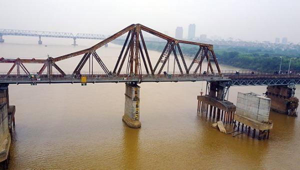 Quả bom gần cầu Long Biên sẽ được trục vớt