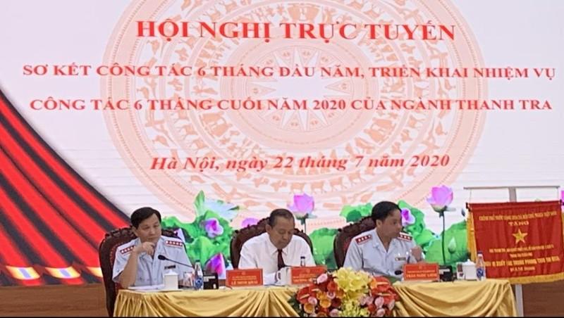 Phó Thủ tướng thường trực Trương Hòa Bình (giữa) dự và chỉ đạo Hội nghị.