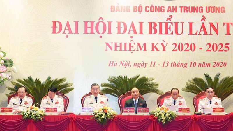 Đoàn Chủ tịch điều hành Đại hội. Ảnh: VGP/Quang Hiếu