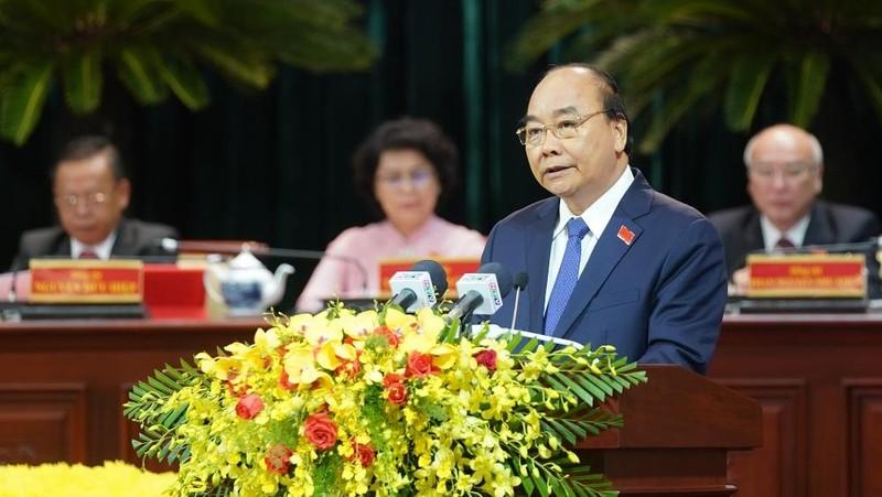 Thủ tướng Nguyễn Xuân Phúc phát biểu tại Đại hội đại biểu Đảng bộ TPHCM lần thứ XI. Ảnh: VGP/Quang Hiếu