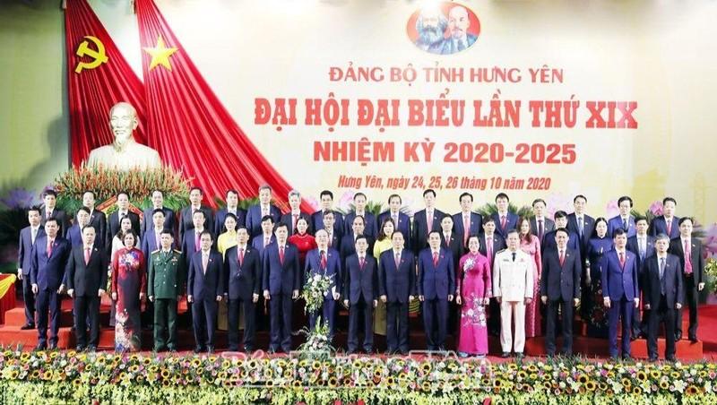 Ban Chấp hành Đảng bộ tỉnh khoá XIX, nhiệm kỳ 2020-2025 ra mắt đại hội. Ảnh: baohungyen