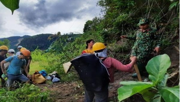 Cứu hộ vụ sạt lở đất huyện Phước Sơn: Giải cứu hơn 200 công nhân thủy điện Đăk Mi 2 bằng cáo treo