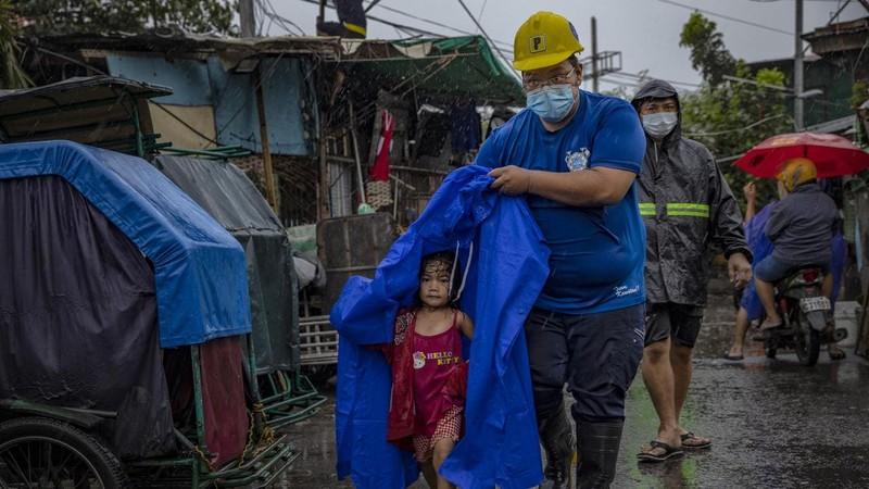 Một triệu người đã phải sơ tán khi siêu bão Goni đổ bộ vào Philippines hôm 1/11. Ảnh: theaustralian