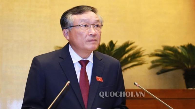 Chánh án TANDTC Nguyễn Hòa Bình báo cáo trước Quốc hội.
