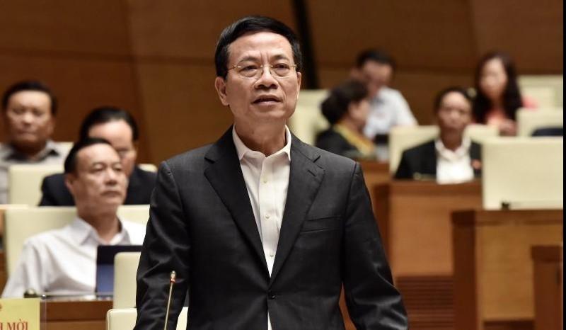Bộ trưởng TT&TT Nguyễn Mạnh Hùng trả lời chất vấn.