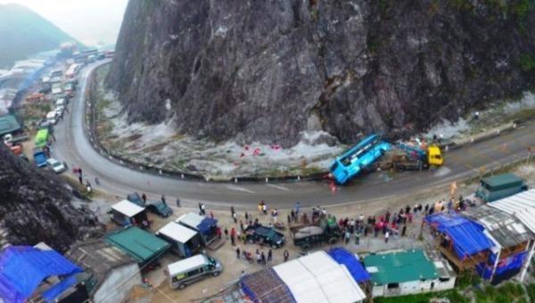 Tin mới nhất vụ xe khách lật khi đổ đèo Đá Trắng khiến 2 người tử vong