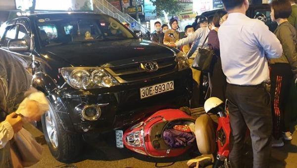Chiếc xe gây tai nạn liên hoàn ở đường Giảng Võ (Hà Nội) ngày 24/11/2020.